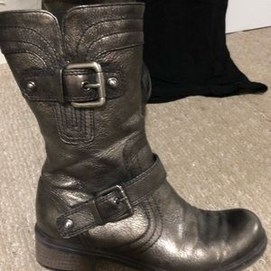 Metallic leather Guess boots